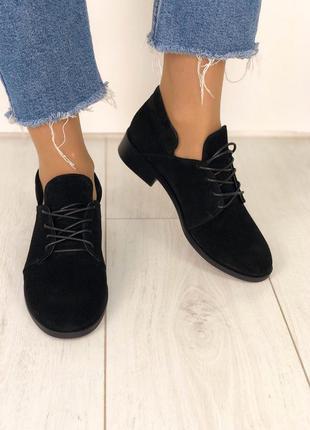 Туфли на низком каблуке чёрные замшевые