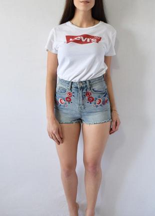 Джинсовые шорты с вышивкой denim co