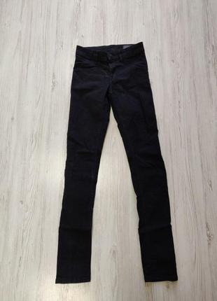 Черные джинсы скинни на высокой посадке