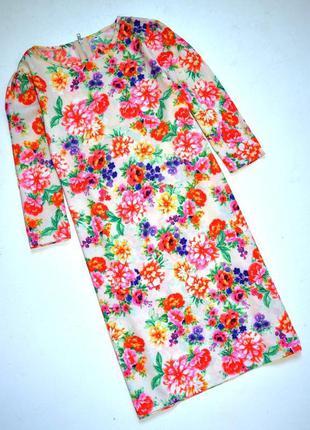 Яркое платье в цветочный принт прямого силуэта. м-ка.