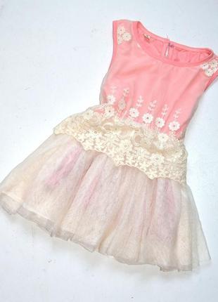 Нарядное платье из фатина цвета шампань с вышивкой и пышной юб...