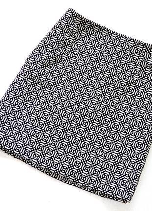 Стильная юбка в геометрический принт