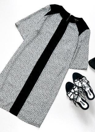 Стильное платье с абстрактным принтом,прямого кроя