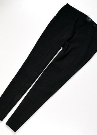 Классные брюки,зауженные,сзади на молнии