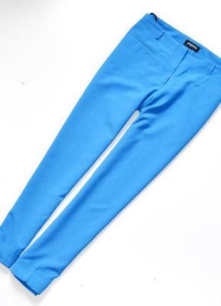 Красивые и стильные брюки синего цвета