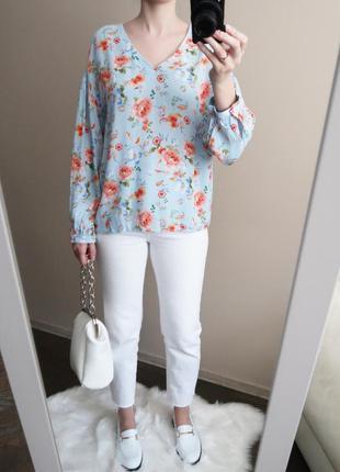 Блузка из вискозы с воздушными рукавами в красивый цветочный п...