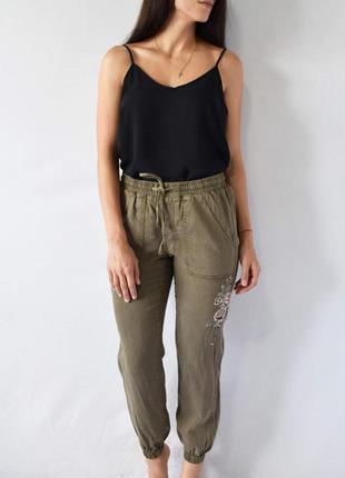 Штаны с вышивкой new look