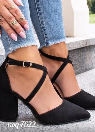 Шикарные черные туфли на каблуке с переплетом