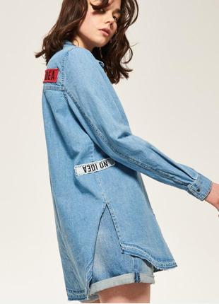Джинсовая рубашка reserved р. s с нашивками,