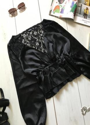 Чёрная блуза с кружевной спинкой
