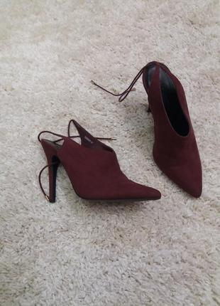 Закрытые босоножки туфли-38  цвет марсала