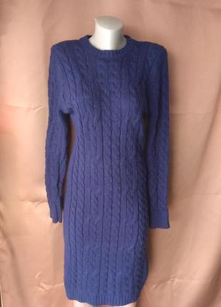 Тёплое вязаное платье до колена