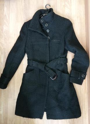 Стильное,демисезонное, укороченое, фабричное пальто. бренд man...