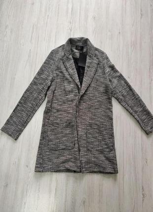 Черно белое мужское пальто с карманами