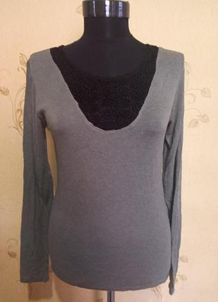 Классный тонкий свитерок с кружевом naf naf