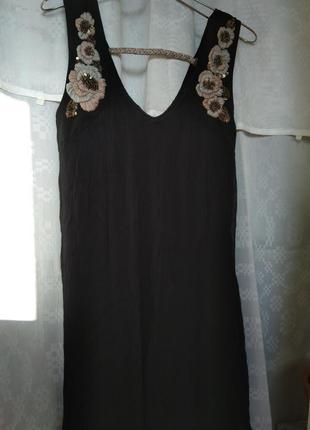 Нарядное вискозное платье на изящную девушку