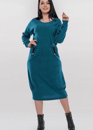 Стильное трикотажное платье свободного кроя