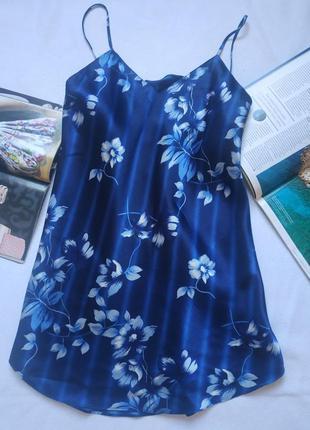 Короткая синяя ночная рубашка с цветами