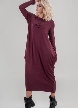 Стильное трикотажное платье свободного кроя,