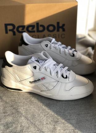 Белые кроссовки из натуральной кожи reebok
