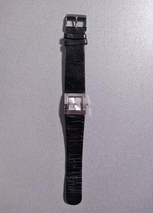 Часы женские с кожаным ремешком oasis (b289)