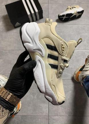 Adidas magmur runner beige.