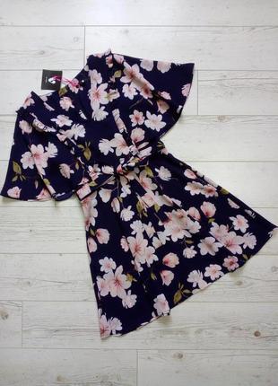 Красивое платье в цветы р.8