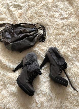 Ботиночки на шнуровке з отделкой из меха
