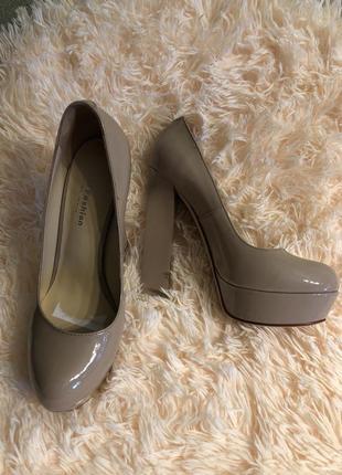 Очень красивые лаковые туфли