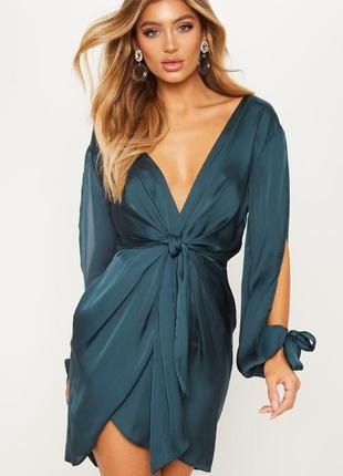 Сатиновое платье мини изумродного зеленого цвета