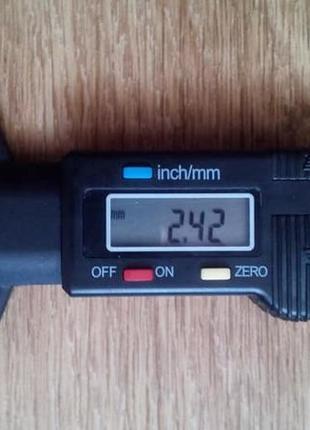 Цифровой измеритель глубины протектора шин