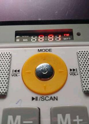 Колонка калькулятор радио заряжается от микро юсб.