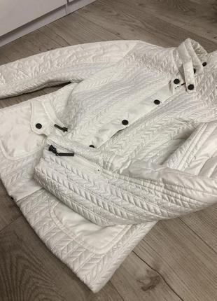 Скидка!!!белая куртка стеганная размер м италия