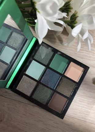 Палетка теней для век huda beauty emerald obsessions palette