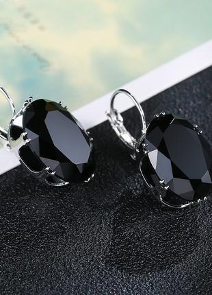 Шикарные стильные серьги с черным кристаллом