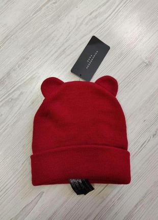 Красная шапка с ушками