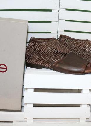 Кожаные перфорированые полусапожки ботинки zoe италия