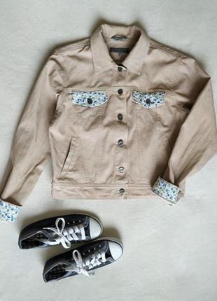 Бежевая стильная джинсовая курточка, размер m