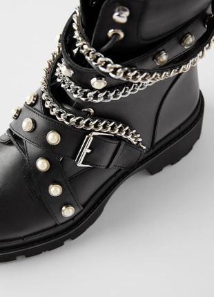 Ботинки на массивной подошве с цепями и жемчугом