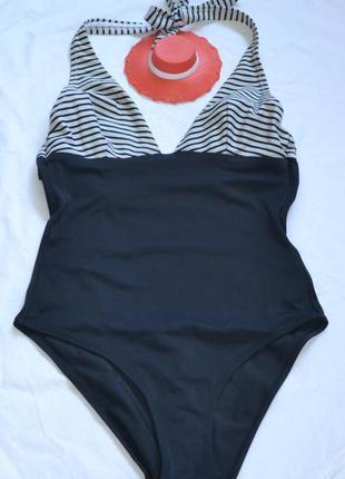 Черный купальник с черно-белой полосочкой  треуголка/ чашка  -...