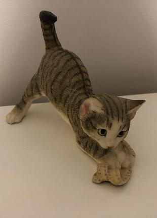 Статуэтка кот