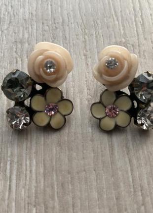 Серьги-гвоздики цветы и камни