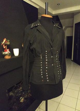 Черная блуза з металлическими заклепками