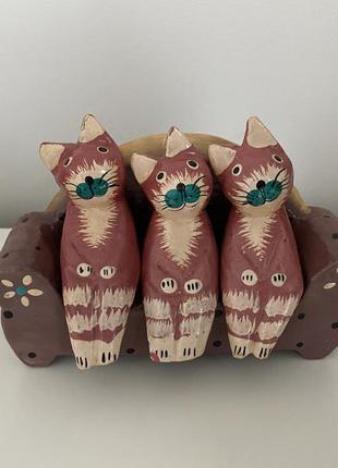 Статуэтка коты на диване