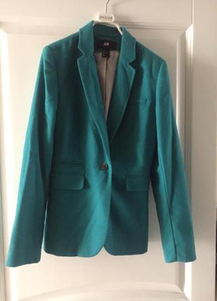 Стильный приталенный пиджак