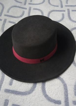 Шляпа женская канотье с широкими полями черная и бордовой лентой