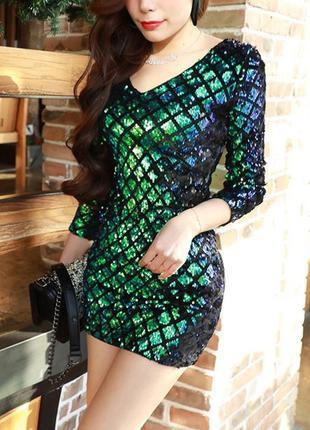 Женское нарядное платье с пайетками в ромбик зеленое