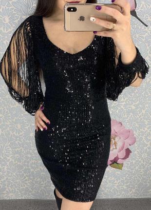 Женское вечернее платье в пайетках с бахромой на рукавах черное