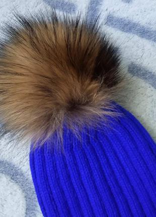 Женская вязаная шапка с натуральным бубоном (помпоном) синяя э...