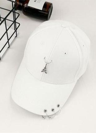 Женская кепка с эйфелевой башней белая